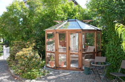 20% rabatt på våra växthus och orangerier i cederträ! Välj leverans i år eller februari/mars 2018.